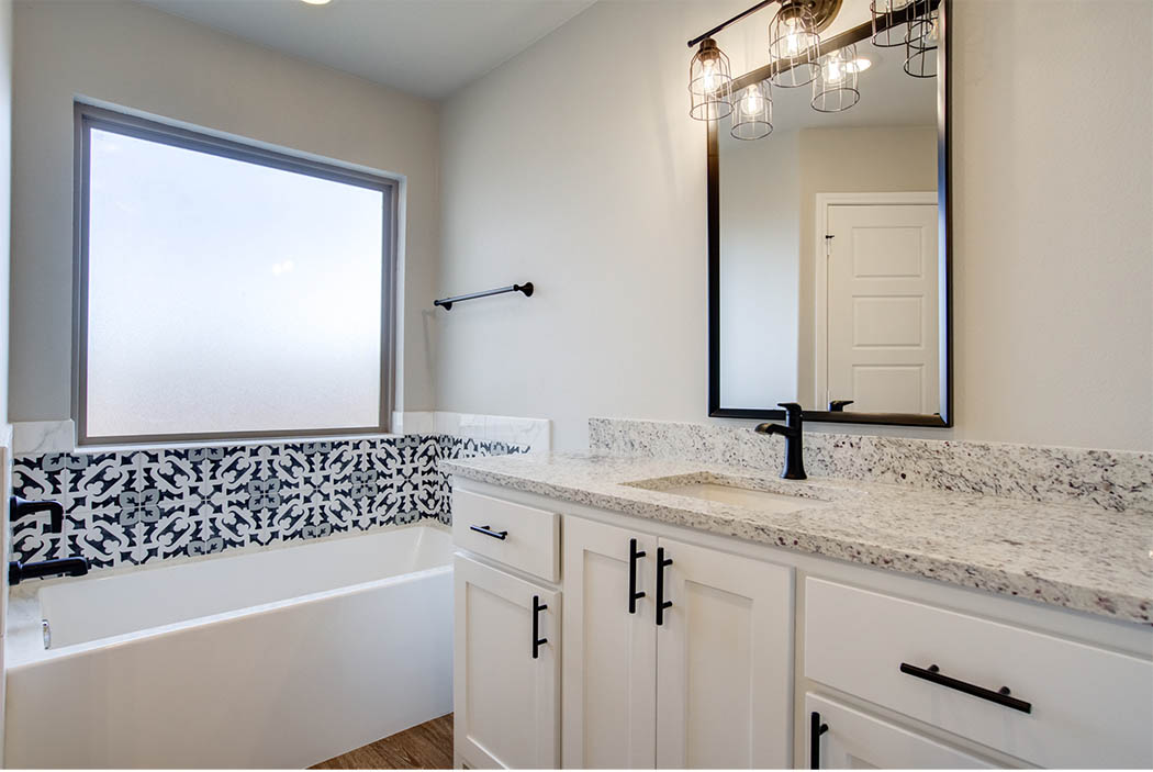 Master bath with specialty tub in new home for sale in Lubbock.