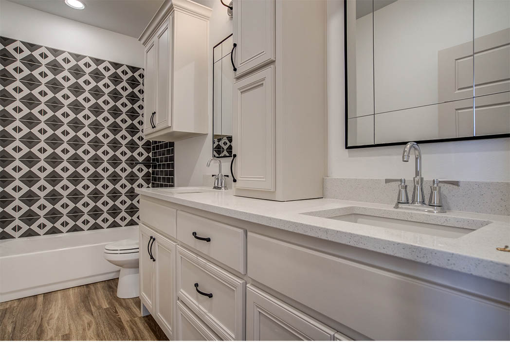 Bath in new home for sale in Lubbock, Texas.
