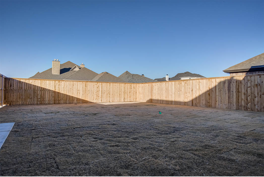 Spacious back yard in Lubbock, Texas home for sale.