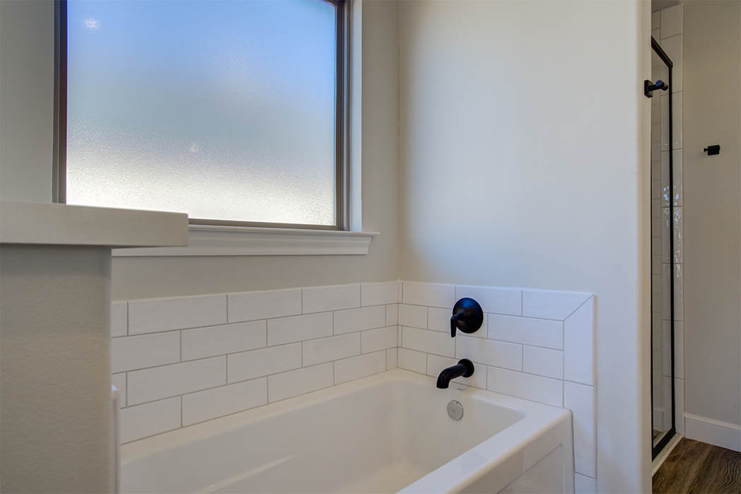 Tub area in master bath in new home for sale in Lubbock.