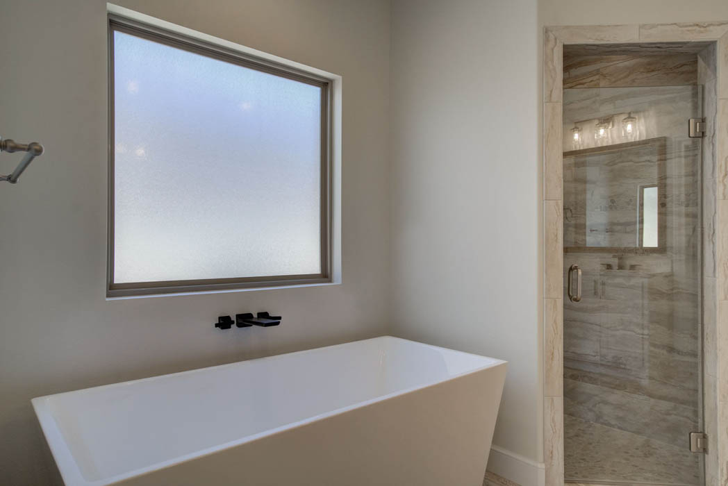 Master bath spacious bathtub in new home for sale in Lubbock, Texas.