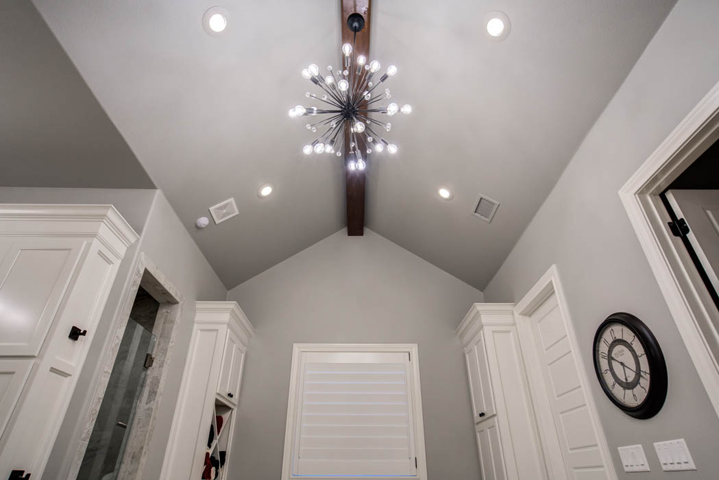 Master bath with vaulted ceiling in custom home in Lubbock, Texas.