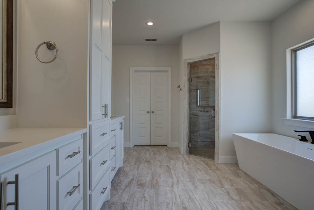 Master bath in new home for sale in the Lubbock, Texas area.