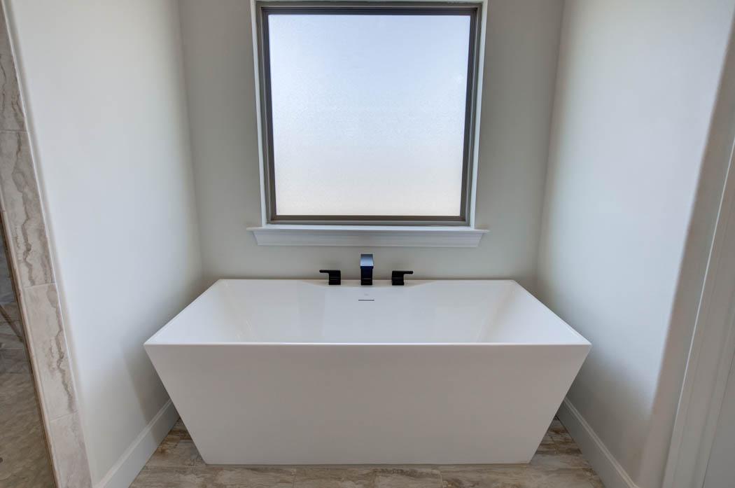 Designer bathtub in master bath of new home for sale in the Lubbock area.