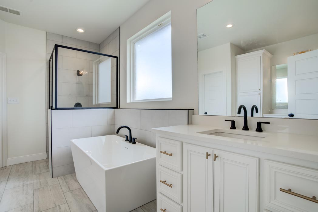 Example of beautiful master bath in new home built by Sharkey Custom Homes in Lubbock, Texas.