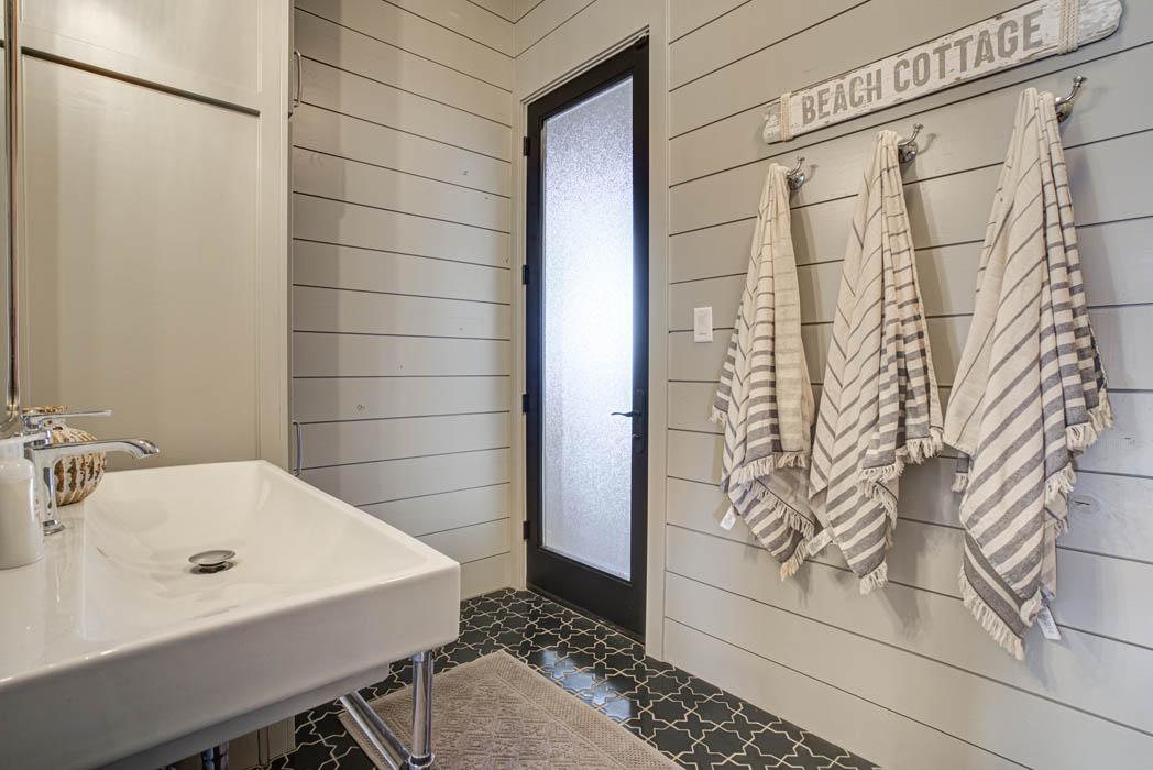 Spacious laundry-mud room area in Lubbock area custom home.