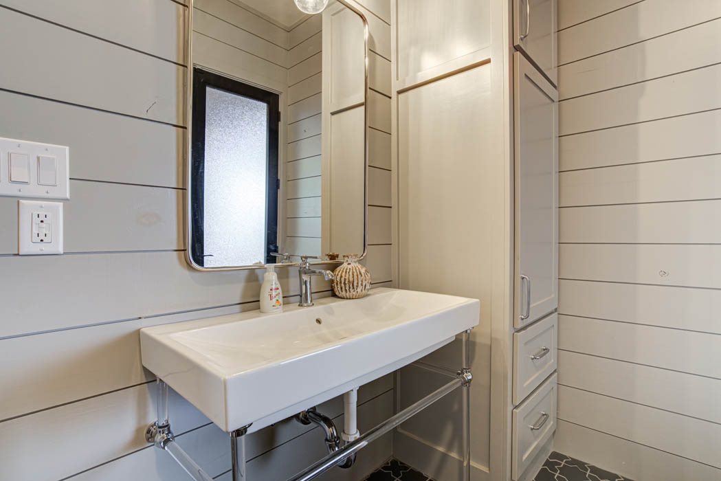 Laundry-mud room area in custom home near Lubbock.