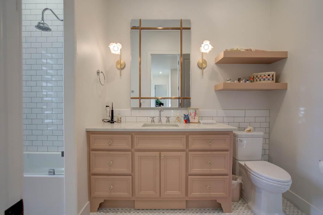 Secondary/guest bath in beautiful custom home near Lubbock.