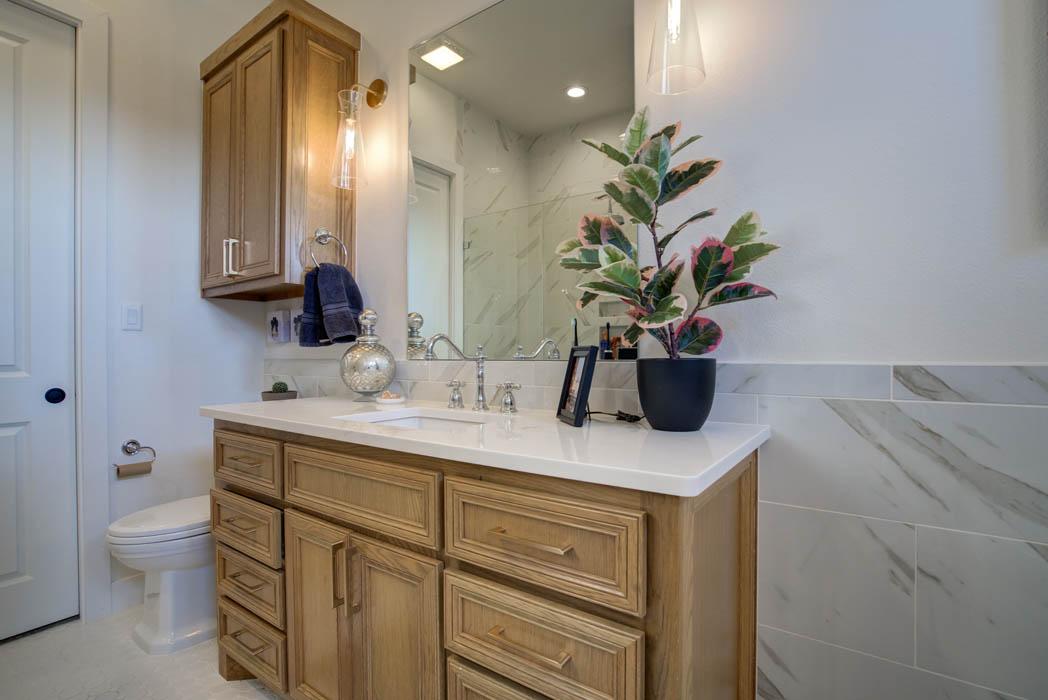 Secondary/guest bath in beautiful custom home near Lubbock, Texas.