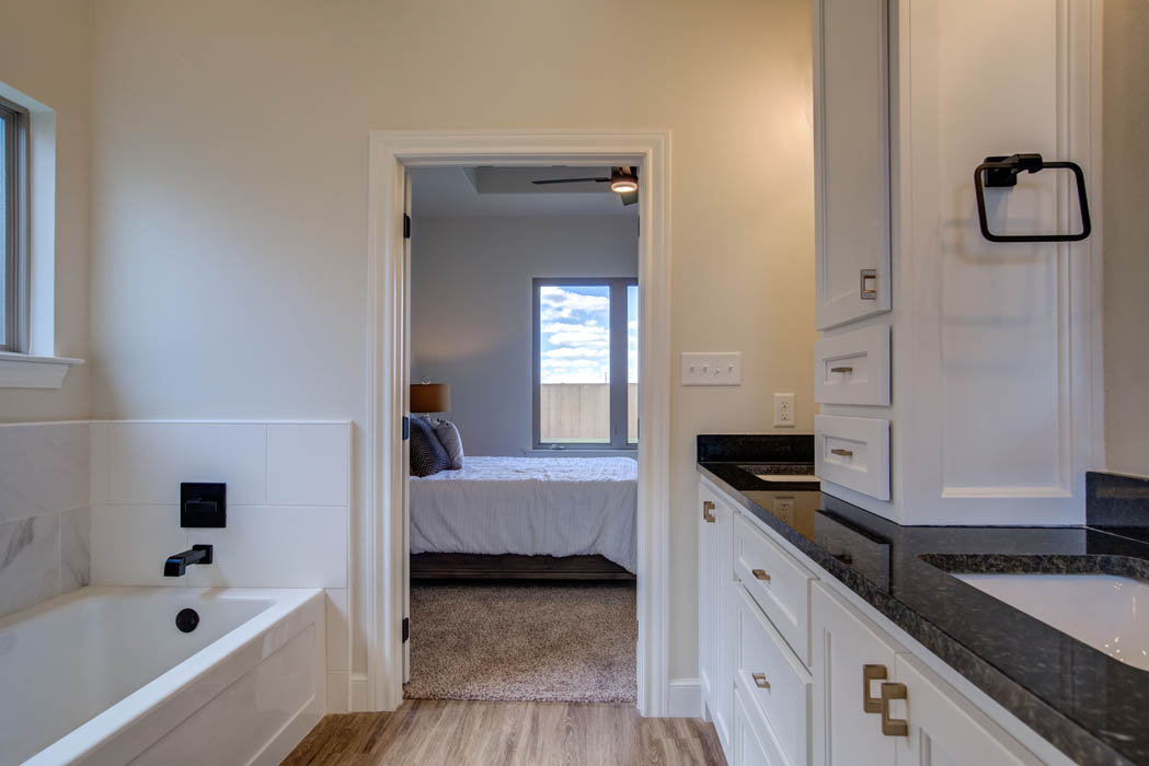 Spacious master bath in new Lubbock home for sale.