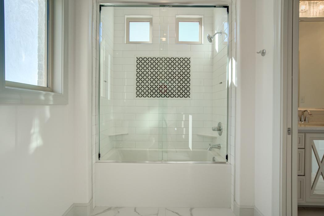 Tub shower in new home for sale in Lubbock.