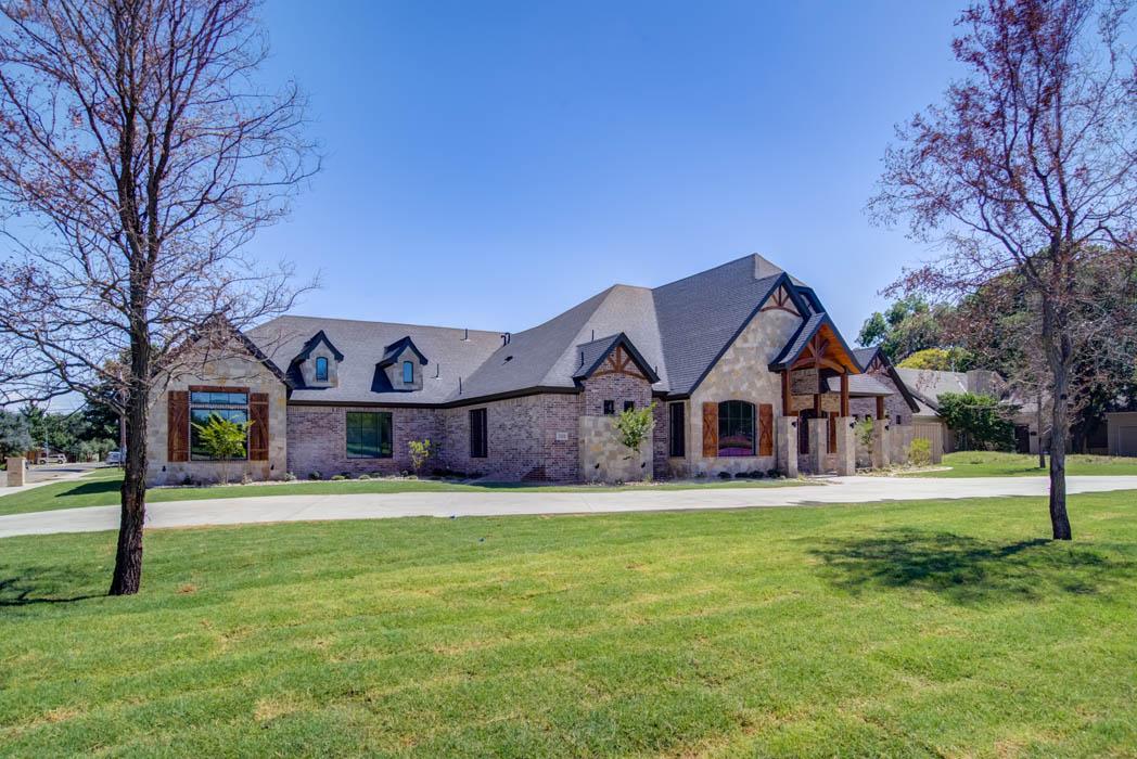 Exterior of beautiful custom home in Lubbock, Texas.
