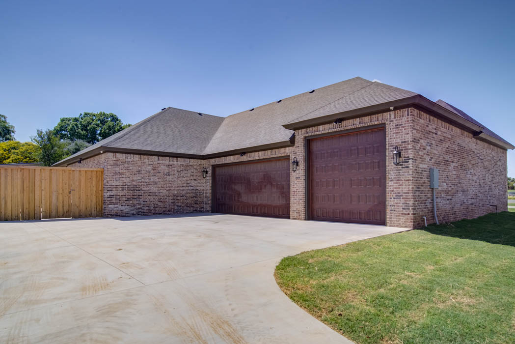 Long shot of exterior of beautiful custom home in Lubbock, Teaxs