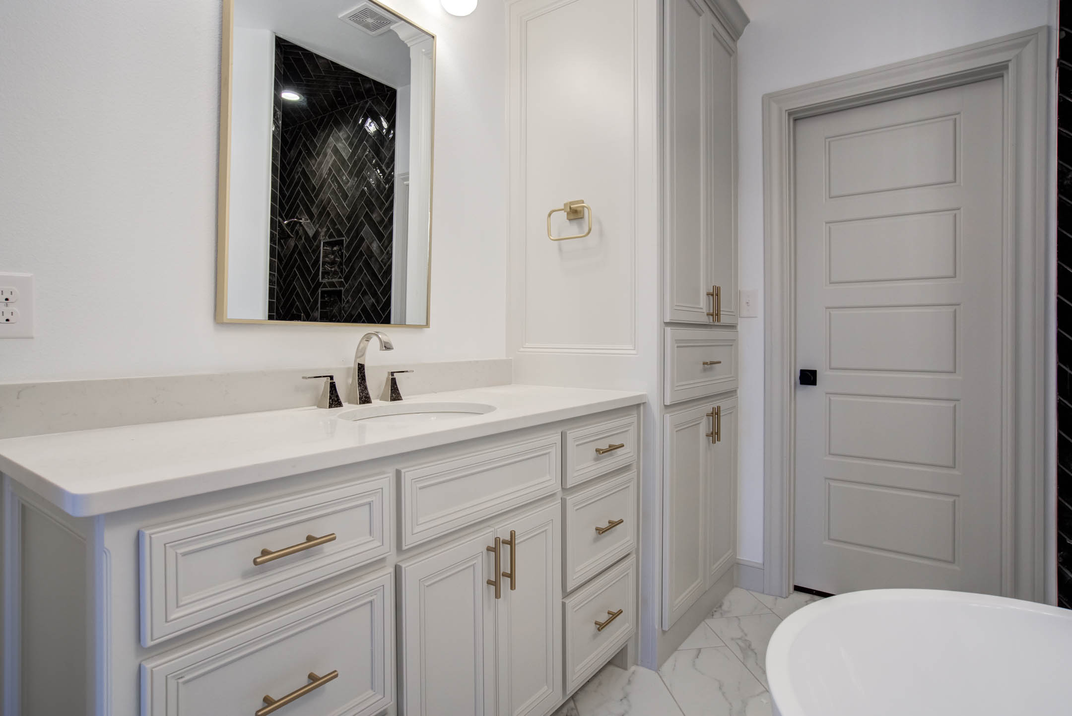 Spacious vanities in master bath of new home for sale near Lubbock.