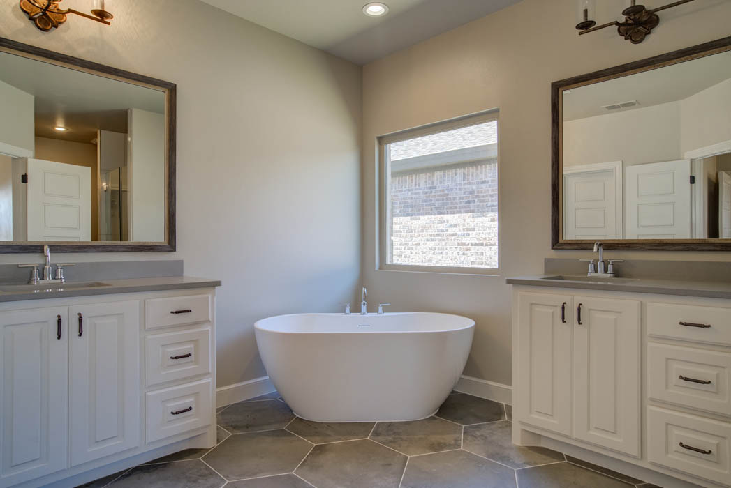 Specialty tub in master bath in Lubbock area home.