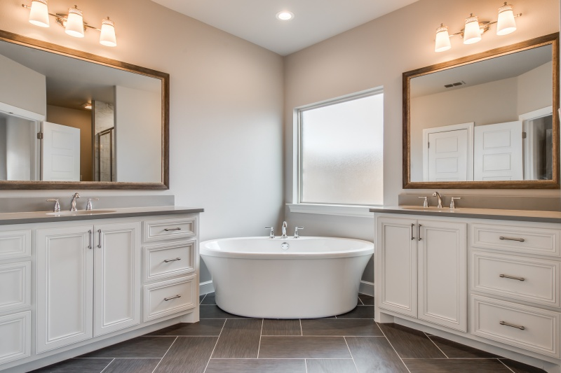Beautiful Master Bath in Custom Home For Sale by Sharkey Custom Homes