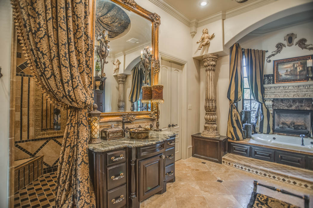 Beautiful bath in home in Lubbock, Texas.