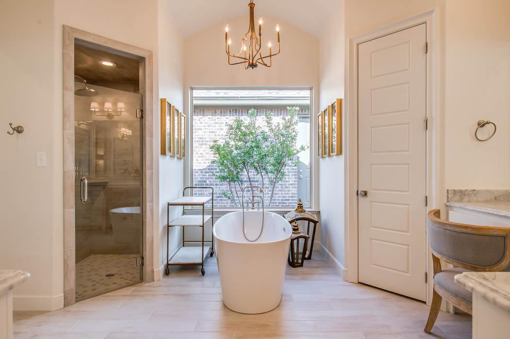 Beautiful bath in home in Lubbock, Texas.
