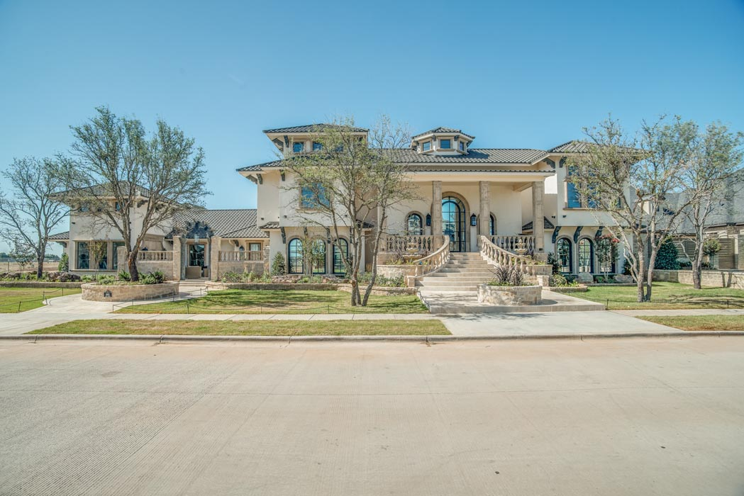 Example of amazing home built by Sharkey Custom Homes in Lubbock, Texas.