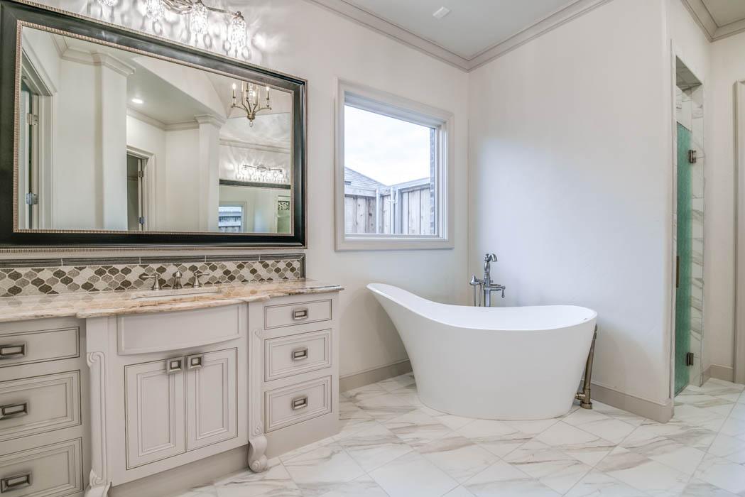 Great bathroom in Lubbock area custom home.