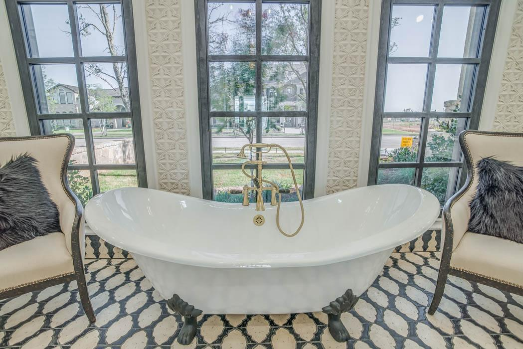 Amazing bath in Lubbock area home.