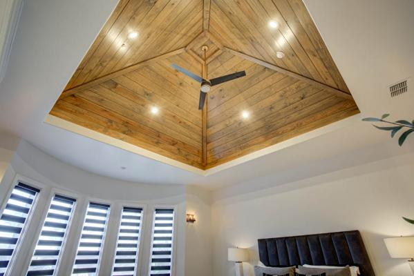 Vaulted ceiling in master bedrom of custom home close to Lubbock, Texas.