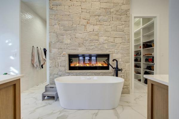Beautiful bath in home built in Lubbock by Sharkey Custom Homes.