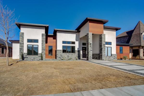 Alternate view of exterior of beautiful new home built by Sharkey Custom Homes in Lubbock, Texas.