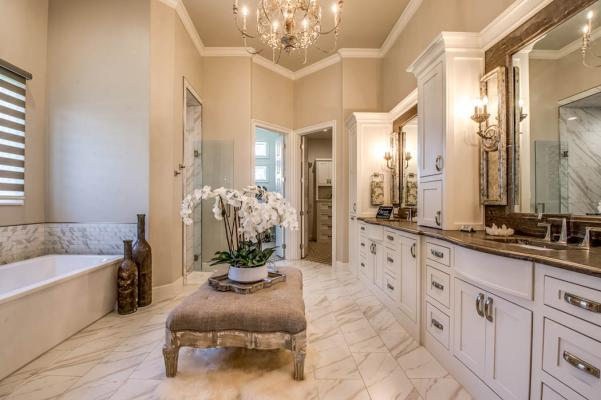 Detail of beautiful bath in Lubbock, Texas home.