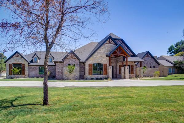 Large home in the Lubbock, Texas area, built by Sharkey Custom Homes.